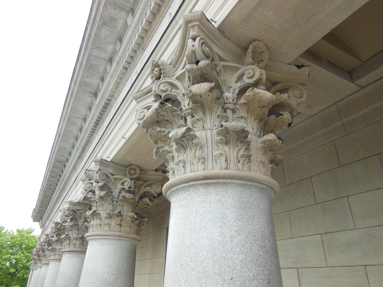 Édifice Gaston-Miron - détail des chapiteaux restaurés